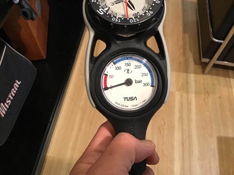 スキューバダイビング器材残圧計